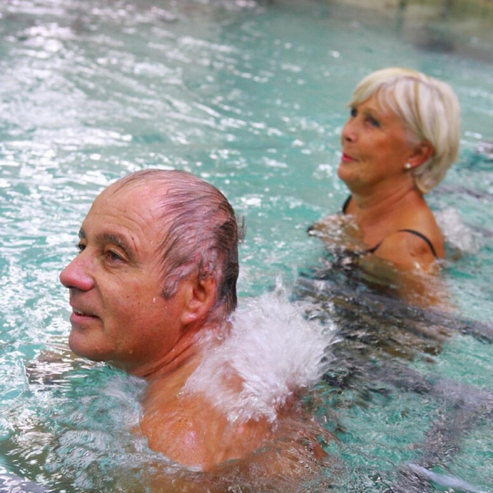 Soin de bain en piscine aux Thermes de Digne-les-Bains
