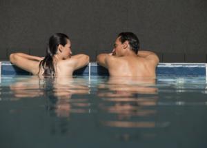 Curiste dans la piscine des Thermes de Digne-les-Bains